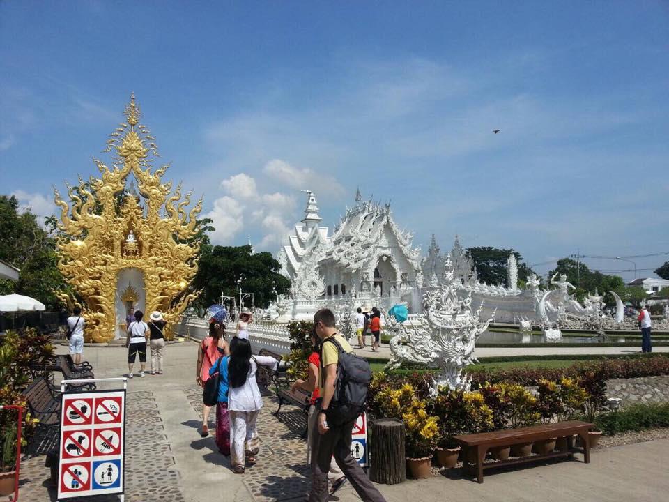 Full Day Hot Spring + White Temple + Black Museum